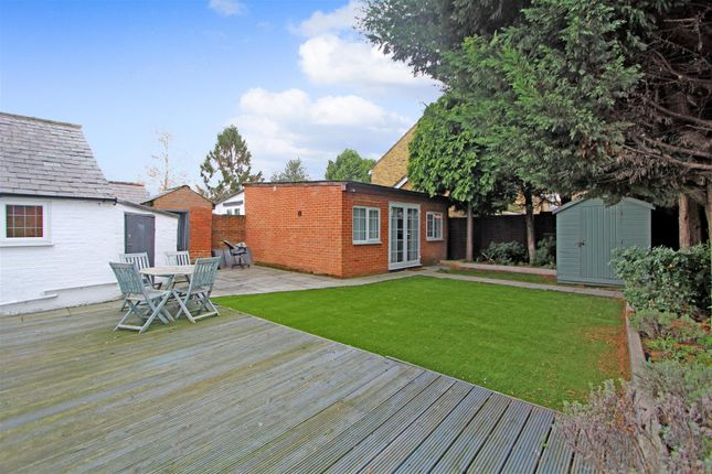 Garden1 of Chertsey Road, Byfleet, West Byfleet KT14