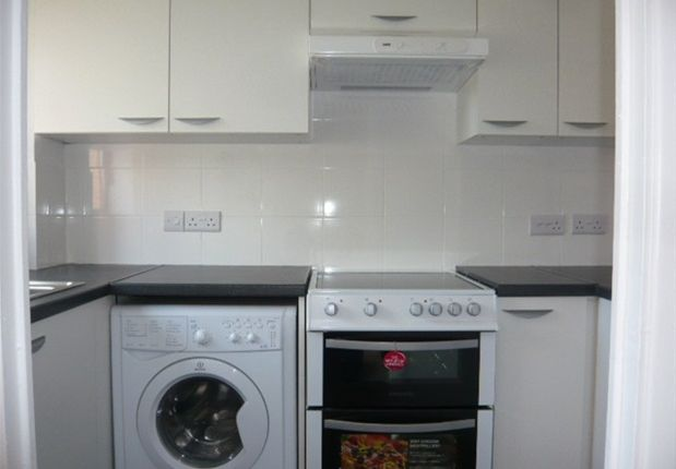 Thumbnail Flat to rent in Lindsey Gardens, Bedfont, Feltham