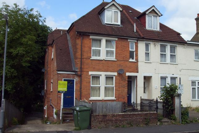 Thumbnail Maisonette to rent in Roberts Road, High Wycombe