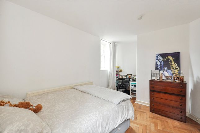 Picture No. 04 of Flat 5 Clifton House, Club Row, London E2
