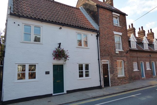 Thumbnail Semi-detached house for sale in Lairgate, Beverley
