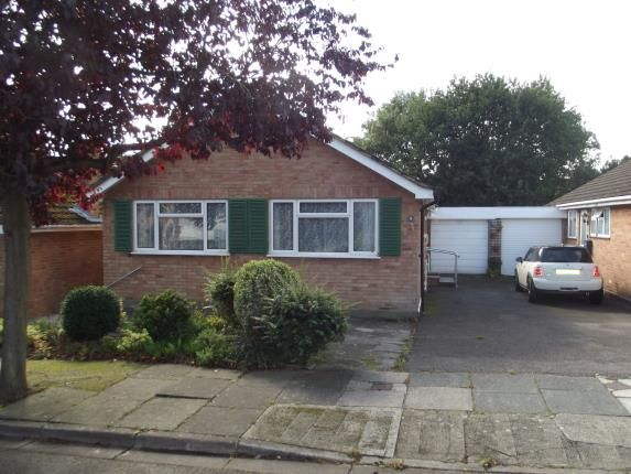 Thumbnail Bungalow for sale in Silvercliffe Gardens, Barnet