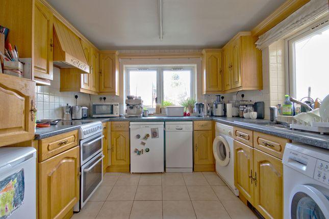 Kitchen of Kendal Way, Cambridge CB4