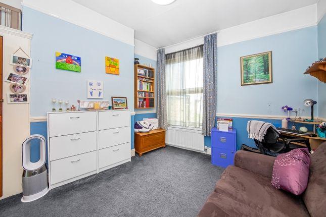 Bedroom of Avignon Road, London SE4