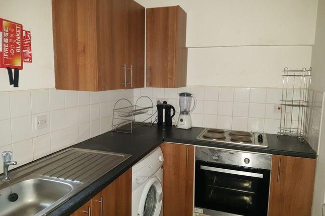 2 bed flat to rent in Hanover Street, Mount Pleasant, Swansea