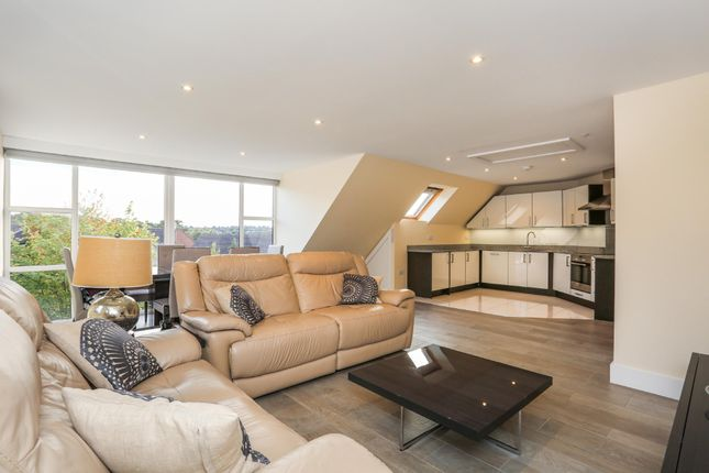 Thumbnail Flat to rent in Station Approach, Sanderstead Road, Sanderstead, South Croydon