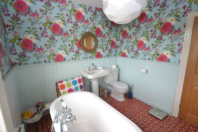 Family Bathroom View 3
