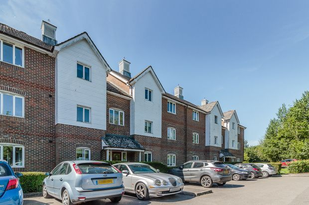 Thumbnail Flat for sale in Lockside Court, Aldermaston Wharf