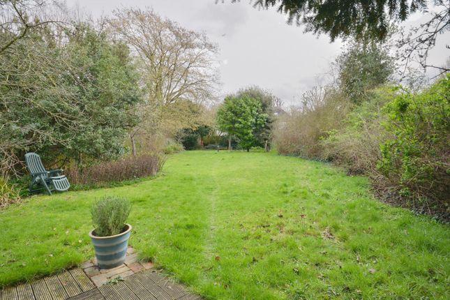 152'6 Lawned Family Garden