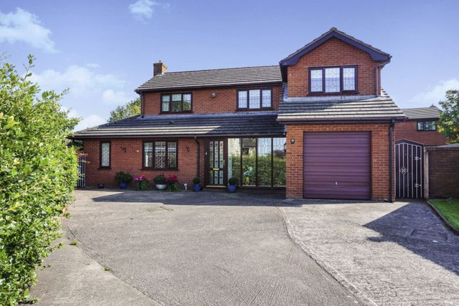 Thumbnail Detached house for sale in Stryd Y Brython, Ruthin