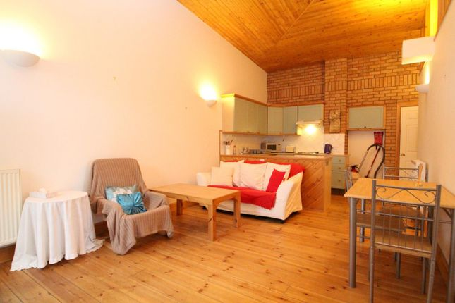 2 bed property to rent in Dukes Park, Woodbridge