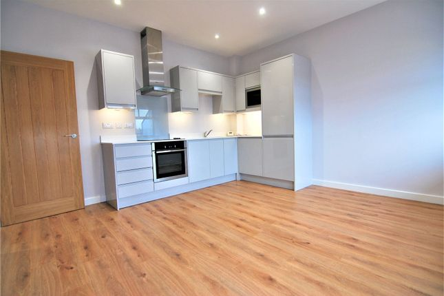 Thumbnail Flat to rent in Albany Gate, Darkes Lane, Potters Bar, Hertfordshire