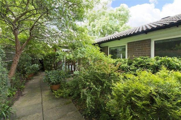 Thumbnail Bungalow for sale in Alleyn Park, London