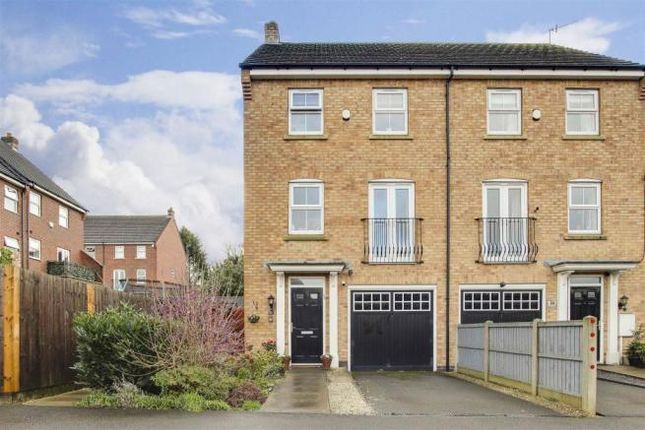 3 bed town house to rent in Langdon Close, Nottingham NG5