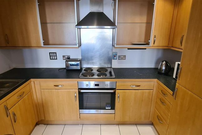 2 bed flat to rent in Riverside House, Fobney Street, Reading RG1