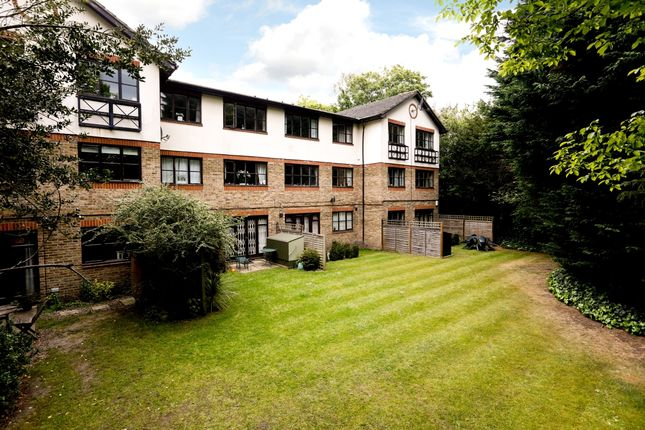 Thumbnail Flat to rent in Heathview Court, Parkside, London