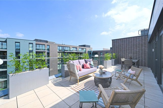 Thumbnail Flat for sale in Courtyard, Greenwich Square, Greenwich, London