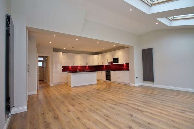 4 bed semi-detached house to rent in Elm Walk, London