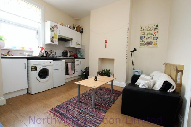 2 bed flat to rent in Hornsey Road, Hornsey