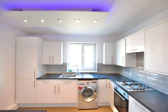 3 bed flat to rent in Pond Road, London E15