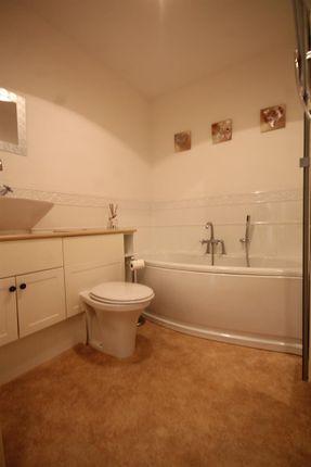Bathroom of School Lane, Bothwell, Glasgow G71