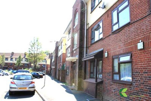 Room to rent in Kerrison Road, Stratford, London