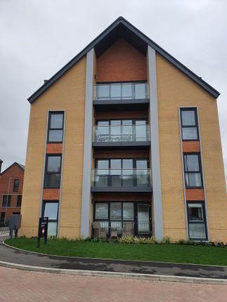 Thumbnail Flat to rent in Ark Avenue, Borehamwood