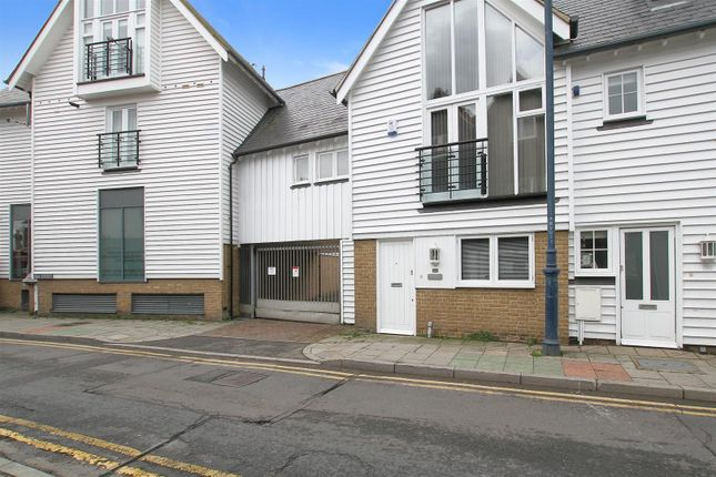 Thumbnail Cottage to rent in 1 Brownings Yard, Sea Street, Whitstable