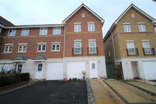 Thumbnail Town house to rent in Crispin Way, Hillingdon, Middlesex