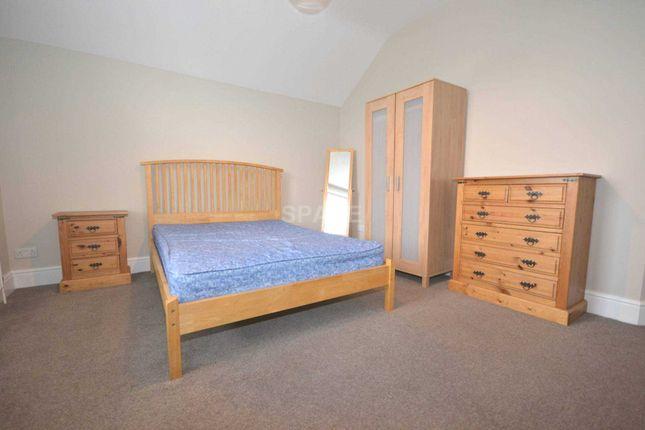 Thumbnail Room to rent in Earlsmead, Kendrick Road, Reading, Berkshire, - Room 6