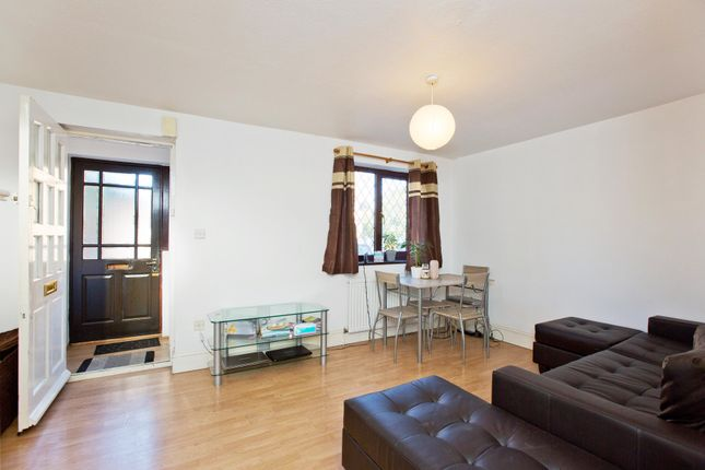 4 bed end terrace house to rent in Overton Drive, Chadwell Heath RM6