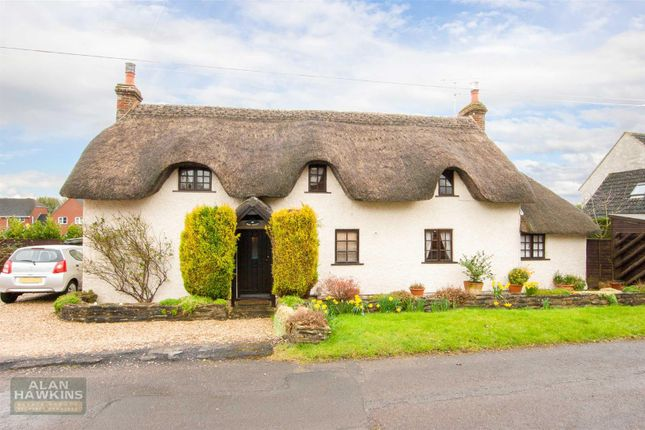 Thumbnail Cottage for sale in Dianmer Close, Hook, Royal Wootton Bassett