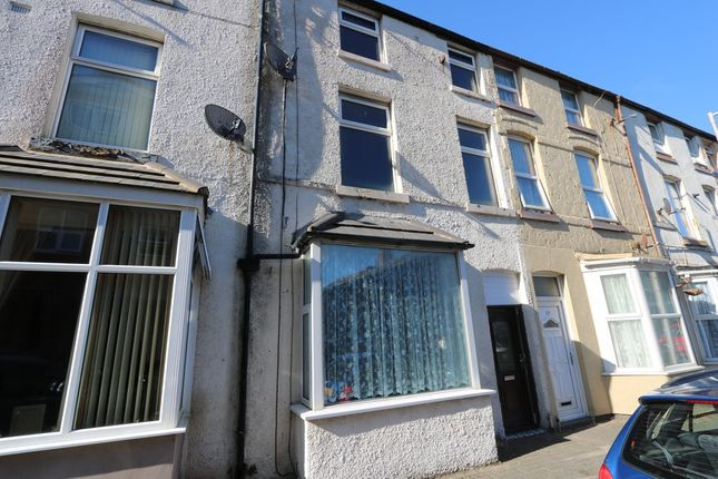 5 bed terraced house to rent in Shannon Street, Blackpool