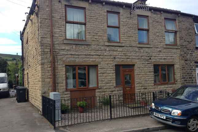 Thumbnail Flat to rent in Pikes Lane, Glossop