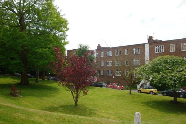 Thumbnail Flat to rent in St. Peters Road, Croydon