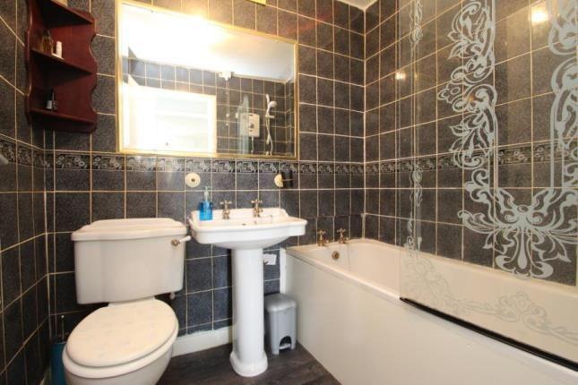 Bathroom of Glenbervie Road, Grangemouth FK3