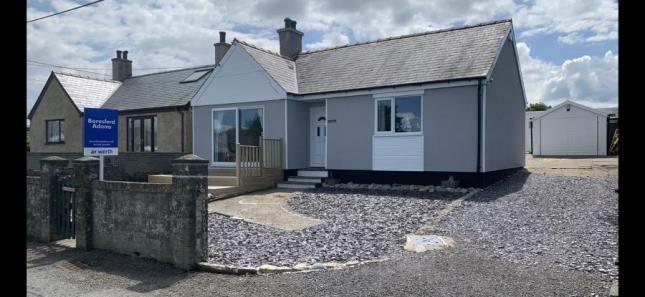 Thumbnail Bungalow for sale in Pontllyfni, Caernarfon