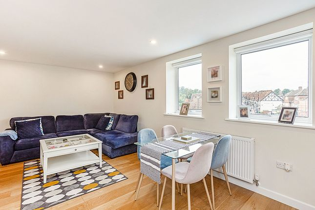 Thumbnail Flat for sale in High Street, Chalfont St. Peter