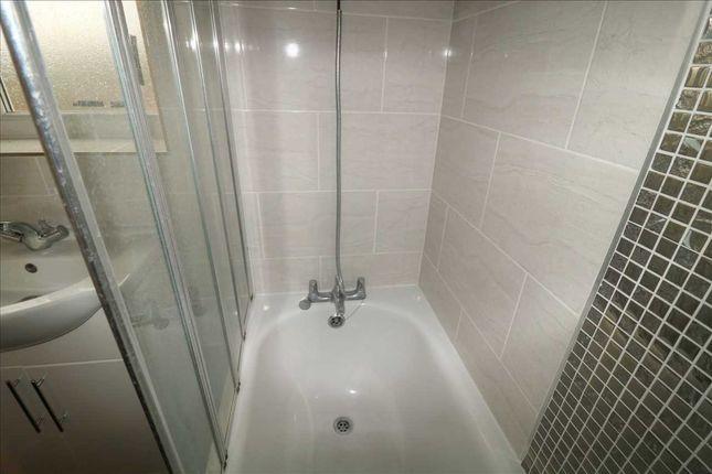 Bathroom of Dallow Road, Luton LU1