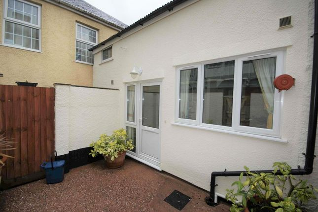 1 bed flat to rent in Fore Street, Cullompton, Devon EX15