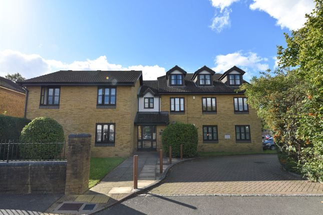 2 bed flat for sale in Spreighton Road, West Molesey KT8