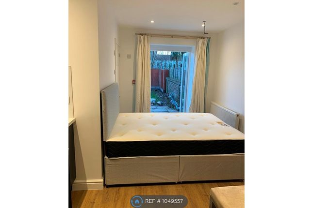 Room to rent in Pavilion Road, Worthing BN14