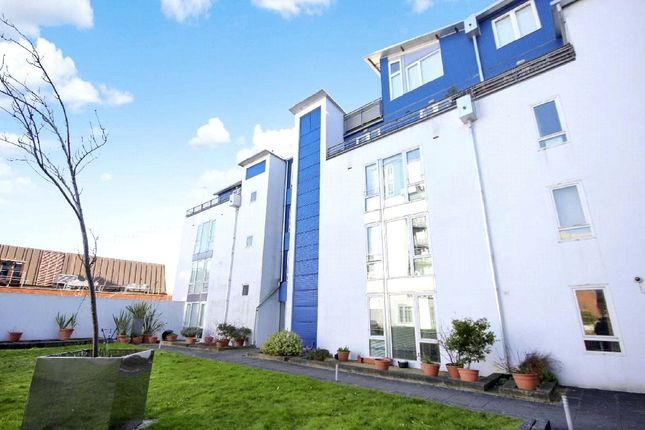 1 bed flat to rent in The Plaza, Sanford Street, Swindon, Wiltshire SN1