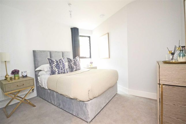 Thumbnail Flat for sale in London Road, Hounslow