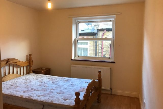 Thumbnail Flat to rent in Buckfast Street, Bethnal Green/Shoreditch