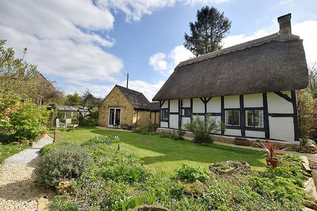 Thumbnail Cottage for sale in Weathervane Cottage, Vicarage Lane, Childswickham, Broadway, Worcestershire