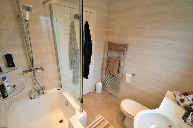 Family Bathroom of Glenview Road, Tyldesley, Manchester M29