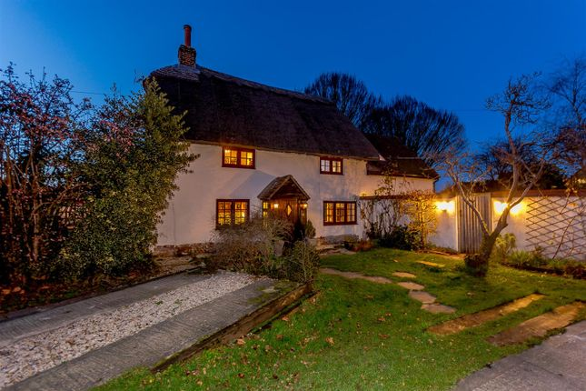 Thumbnail Cottage for sale in Station Road, Chinnor