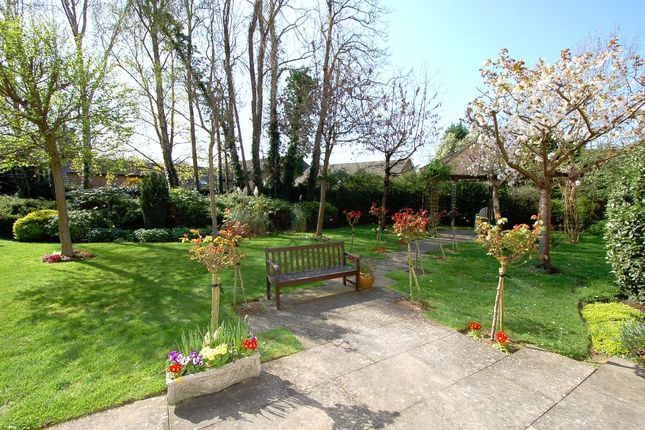 Communal Gardens of Hart Dene Court, Bagshot GU19