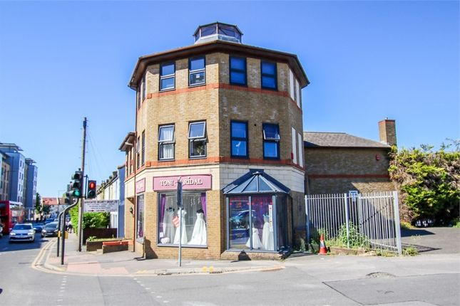 2 bed flat to rent in 59 London Road, Wallington, Surrey SM6